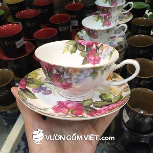 Tách sứ in hoa hồng kèm đĩa lót
